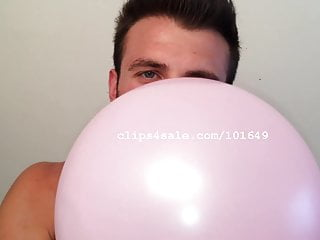 porno zadarmo - Balloon Fetish - Chris Blowing Balloons