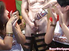 Fidanzata Spex sbattuta dalla spogliarellista alla festa