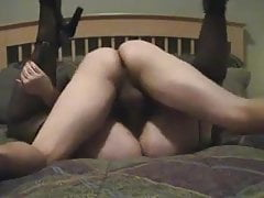 Slutwifelaura wird hart gebohrt