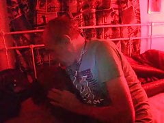 Lulu: masturba nell'ambiente a luci rosse