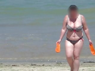 Amateur Bbw Voyeur video: bbw milf in the bikini