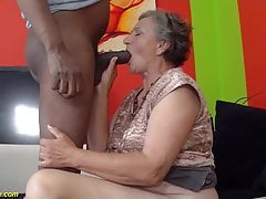 Nonna anziana di 80 anni prima interraziale