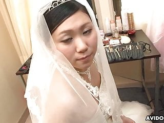 Asian Japanese Fingering video: Japanese bride, Emi Koizumi cheated after the wedding ceremo