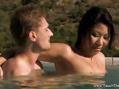 Massaggio Nuru erotico MILF all'esterno
