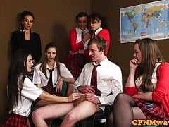 Britisches CFNM Schulmädchen cocksucking Klassenkamerad