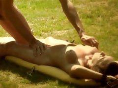 Masaje con aceite y sexo caliente con amigo.
