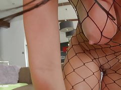 Claudia Hot Hottie Big Tit ottiene le sue tette scopata duro da