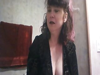 Voyeur Big Tits Mature video: SMOKING MOMMY