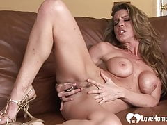 Horny Dark-haired Lady Frigs Her Cock-squeezing Raw Pussy