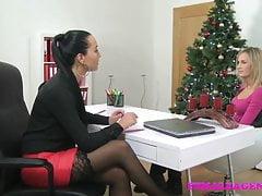 FemaleAgent Sexy casting natalizio lesbica