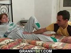 Ranna babcia zostaje uzdrowiona przez nieznajomego