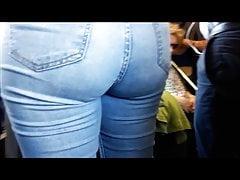 Seksowny tyłek nastolatka w metrze