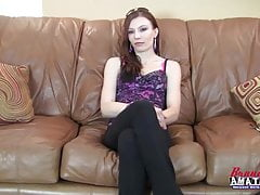 Sexy amateur op een casting couch fucked POV