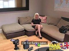 FakeAgentUK Il casting del sesso dà al porno tatuato un posto nel porno