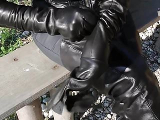 Outdoor Party Fisting video: glove work