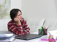 FemaleAgent Masturbazione reciproca e sesso lesbo