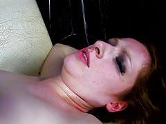 Ruda dziewczyna dostaje seks w dupie i cipce