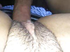 Nahaufnahme - Pussy schlug von einem haarigen Hahn