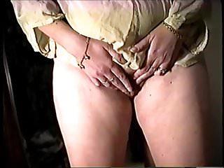 Milfs Pussy video: rub that pussy!!
