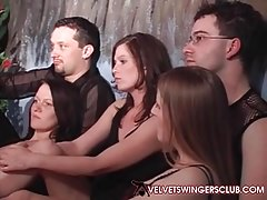 Velvet Swingers Club Europese leden ontmoeten Orgy