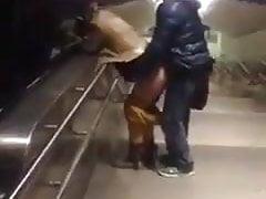 Pedro Hijabi Escalodo Metro