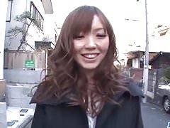 Megu Kamijo stöhnt hart während sie einen Schwanz im Mund hat