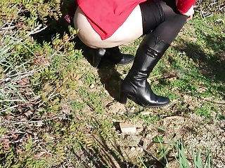 Amateur Italian Outdoor video: Pissing outdoor