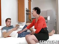 La nonnina Pixie ama il sapore di Jason sperma sul viso