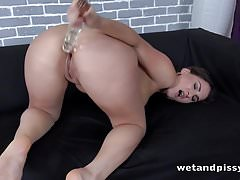 Wetandpissy - The Gusher - Muschi pissen