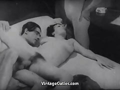 Bored Girl gets Fucked in a Threesomes (1920's Vintage)