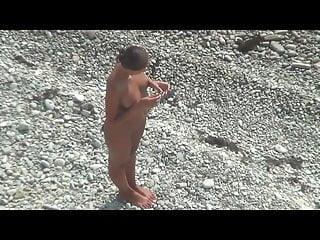插在屁股的女孩為一個人在公共海灘2構成