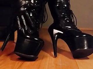 Bdsm Femdom porno: Down to my feet...