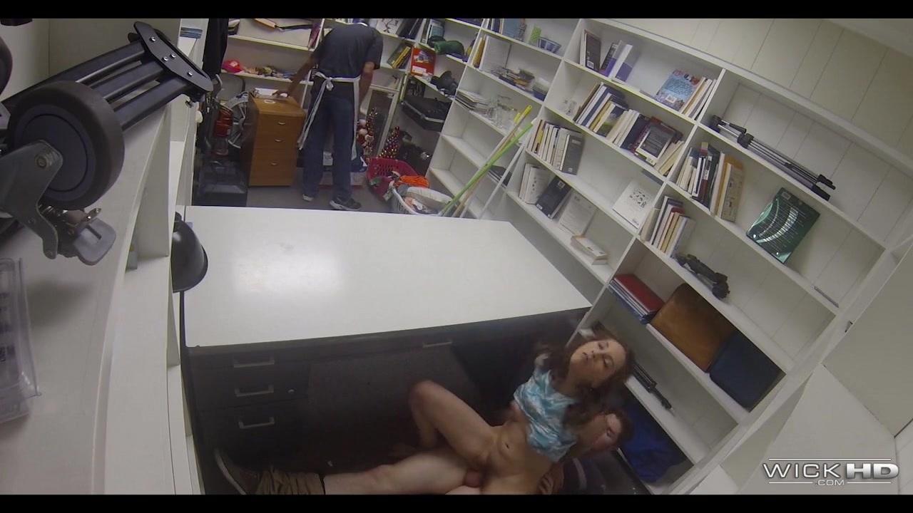 Женщина стонет от секса видео