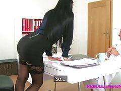 FemaleAgent vs Fake Hospital Il dottore sporco scopa l'agente sexy