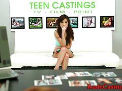 Casting Teenie bekommt ihre enge Fotze geknallt