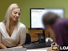 Entzückende junge Dame wird von einem kräftigen Kreditagenten hart gefickt