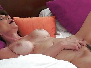 Hairy Mature video: Granny Raquelle - help yerself!