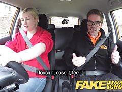 Fake Driving School Posádka na zadním sedadle se střílí a creampie