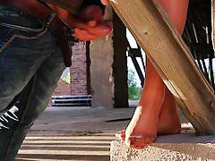 Podglądanie Stopy z nylonowymi stopami napalonego mamuśka