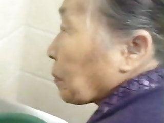 撫摸我的中國奶奶老貓