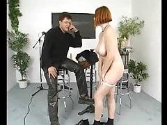 Pyzata nastolatka zostaje oblizana przez cipkę