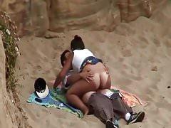 Bewegen Sie Ihren reichen Arsch am Strand