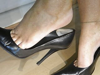 Foot Fetish High Heels Mature video: Dangling Popping Black Stiletto High Heel Shoes