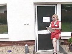 Niemiecka babcia daje złoty deszcz