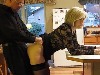 Amateur Cuckold Blonde video: Sheila goza en la cocina
