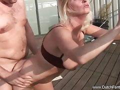 Chubby Dutch Blonde MILF cavalca il cazzo