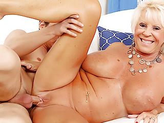 Blowjob Big Tits xxx: Busty Granny Mandi McGraw Pleasures Young Lover
