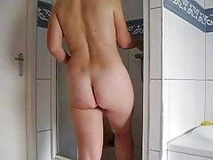 Geile Milf in der Dusche Spionage