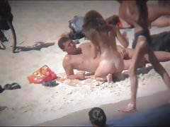 schöner arsch am FKK-Strand