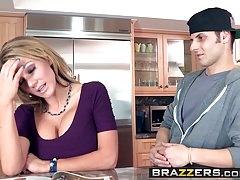 Brazzers - Mommy Got Boobs - Ich bin keine rassistische Szene mit der Hauptrolle